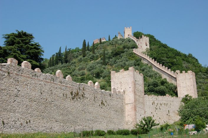 italian-bicycle-tours-The-walls-of-Marostica